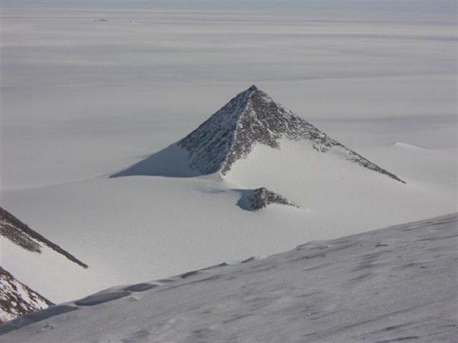 Вчені знайшли в Антарктиді древні рукотворні піраміди (ФОТО)