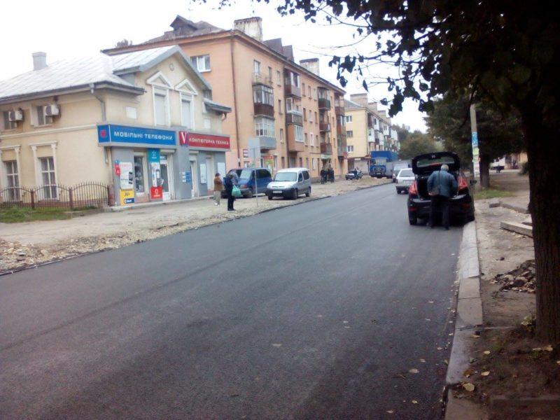 На частині Бельведерської завершили відновлення дороги (ФОТО)