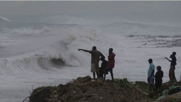 """Вісім сотень людей постраждали внаслідок урагану """"Метью"""""""