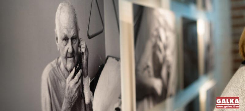 Франківцям презентували емоційну виставку з портретами пацієнтів хоспісів (ФОТО)