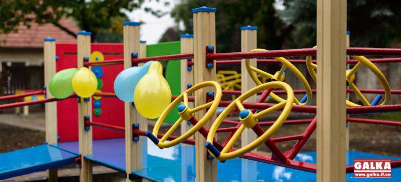 Пандуси, тренажери і гойдалка-балансир, – у Франківську відкрили майданчик для дітей з обмеженими можливостями (ФОТО)