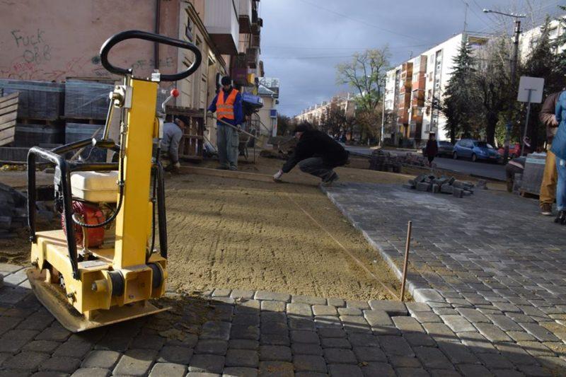 На Бельведерській облаштують велодоріжки та безбар'єрні тротуари (ФОТО)