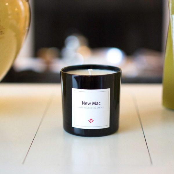 Свічки з запахом нових продуктів Apple розкупили за години (ФОТО)