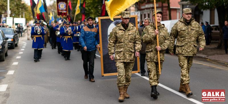 Традиції захисників: у Франківську врочистою ходою пройшли старенькі бійці УПА та юні військові ЗСУ та Нацгвардії (ФОТО,ВІДЕО)