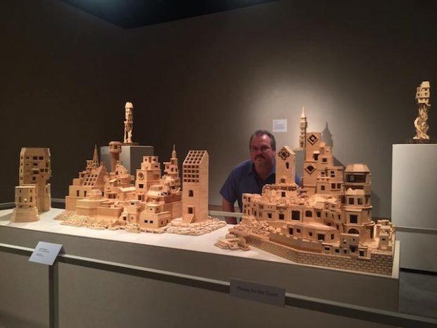 Відомий скульптор створив дивовижне місто в мініатюрі із 300 тисяч зубочисток (ФОТО)