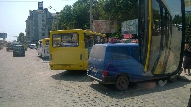 """Працівник """"Електроавтотрансу"""" показав, на що схожий робочий день водія маршрутки"""