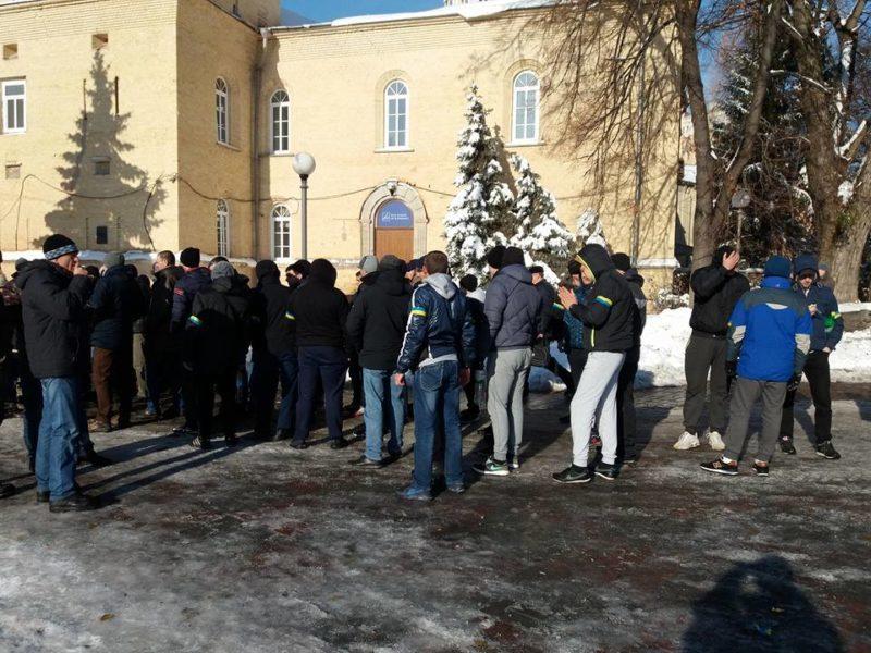 У Києві розпочалися безстрокові акції протесту (ФОТО+ВІДЕО)