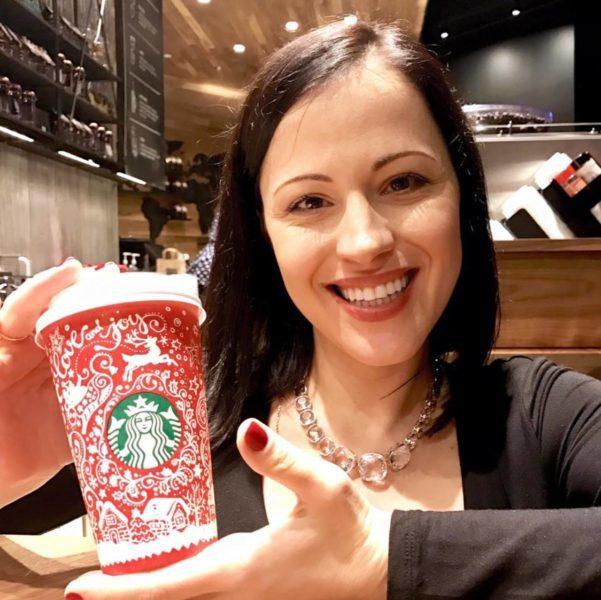 Українка створила новорічний дизайн для чашок Starbucks (ФОТО)