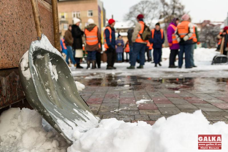 У Франківську шукають робітників з благоустрою: обіцяють 5 тисяч гривень зарплати