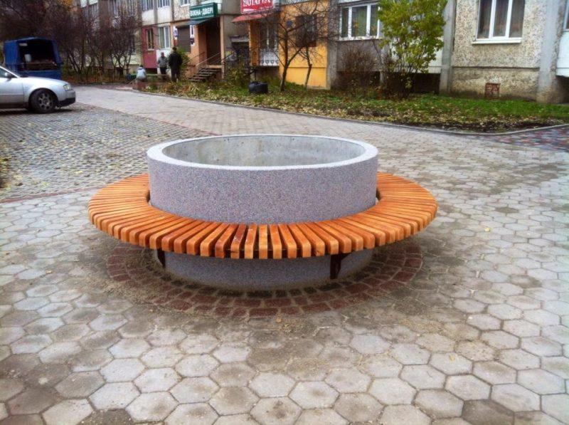 У Франківську з'явилася незвичайна лавиця на основі каналізаційного кільця (ФОТО)