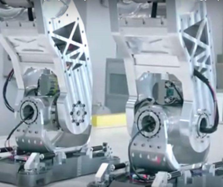 У Південній Кореї створили чотириметрового робота (ВІДЕО)
