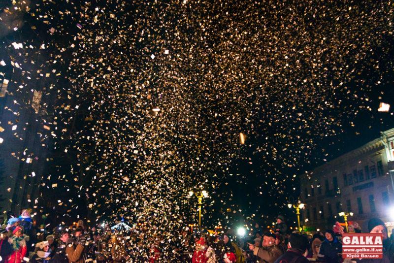 Далеко нам до Європи, – міського голову обурило сміття, яке залишили у центрі Франківська після святкування Нового року