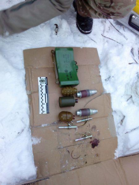 У гуцула на Верховинщині знайшли сотні патронів, гранати та міну (ФОТО)
