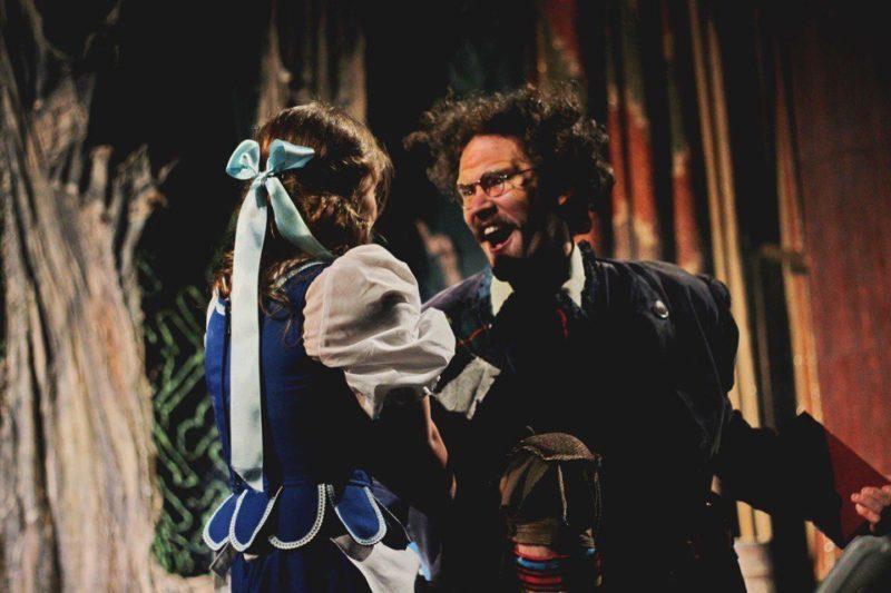 """Казка від франківських акторів """"Красуня і чудовисько"""" на сцені і за лаштунками (ВІДЕО)"""