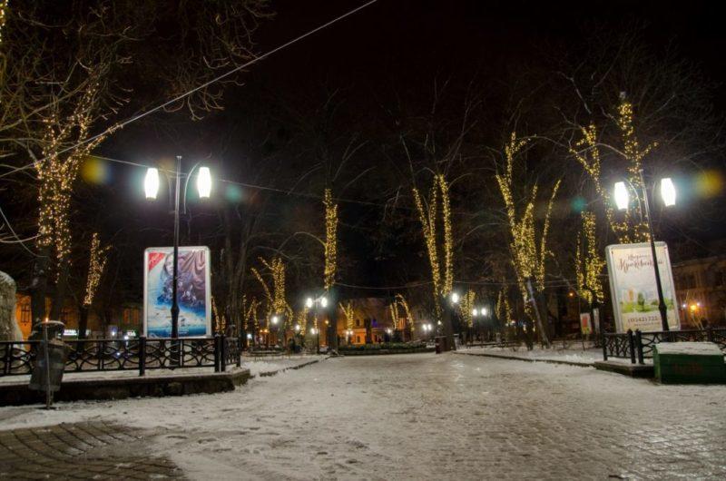 Площа Міцкевича стала яскравішою (ФОТО)