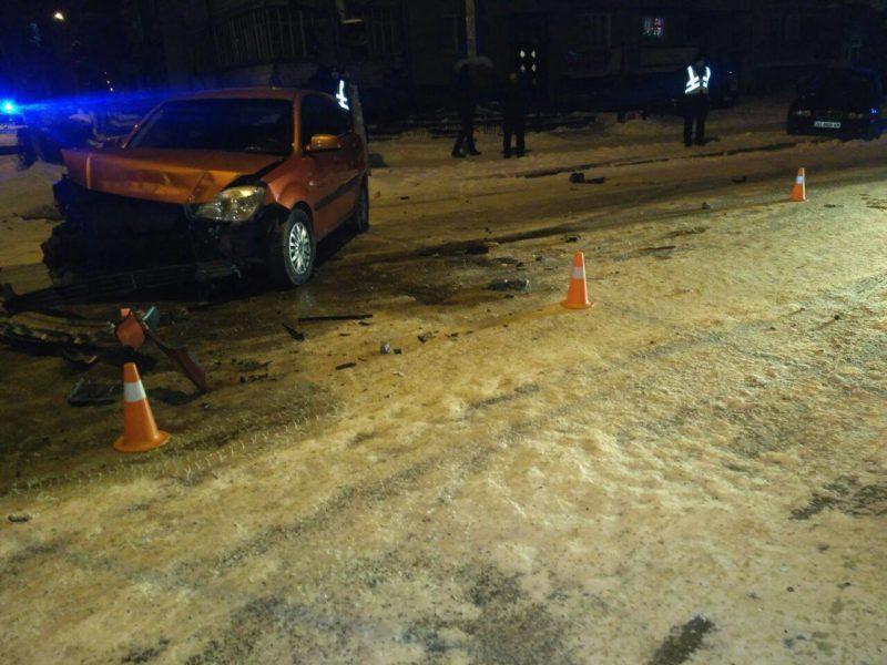 У ніч на вівторок п'яний водій вчинив ДТП у центрі міста (ФОТОФАКТ)