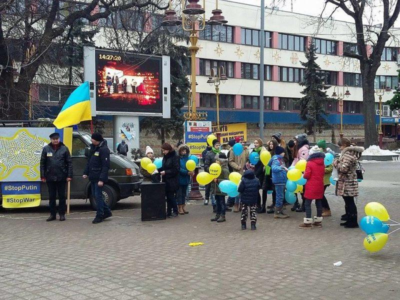 Акція «Стоп Путін! Стоп війна!» триває в центрі міста (ФОТОФАКТ)