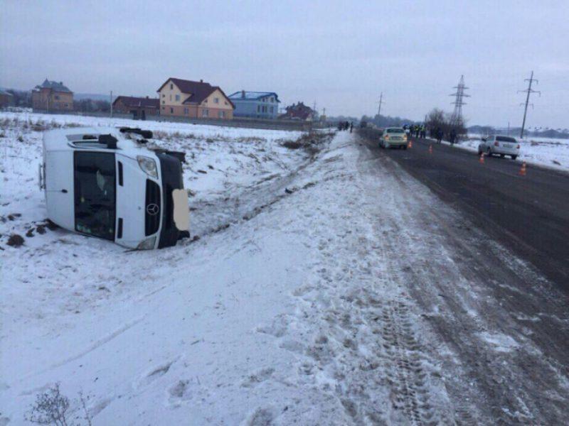 Під Тисменицею п'яний водій вчинив ДТП: розбиті дві машини (ФОТО)