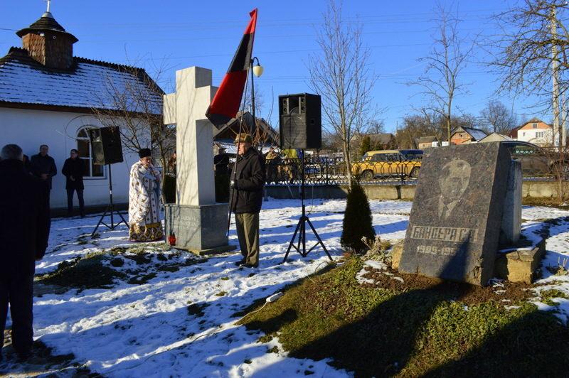 У Старому Угринові відзначили день народження Степана Бандери (ФОТО)