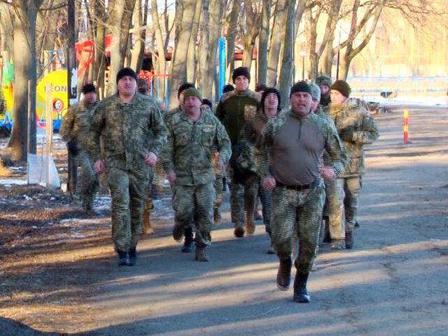 У Коломиї військові під супровід оркестру долали трикілометрову дистанцію (ВІДЕО)