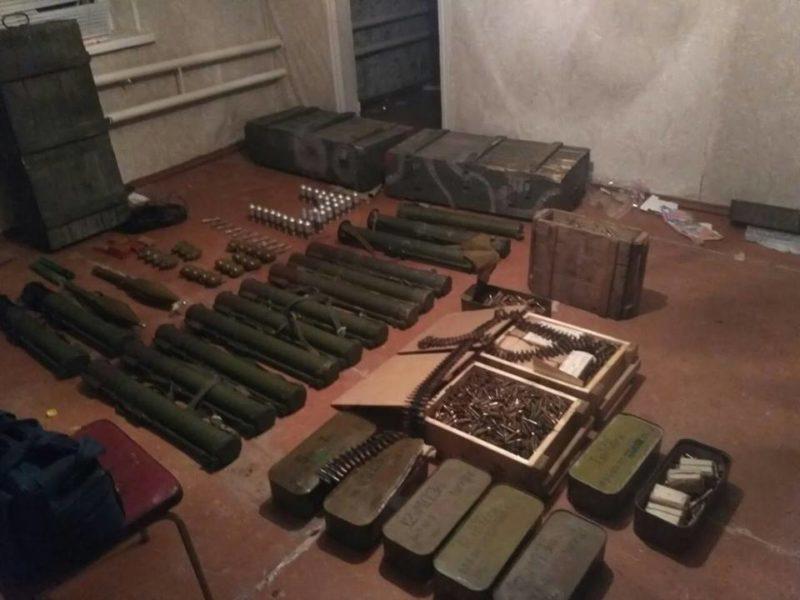 Івано-франківські працівники СБУ виявили велику схованку зі зброєю в зоні АТО (ВІДЕО)
