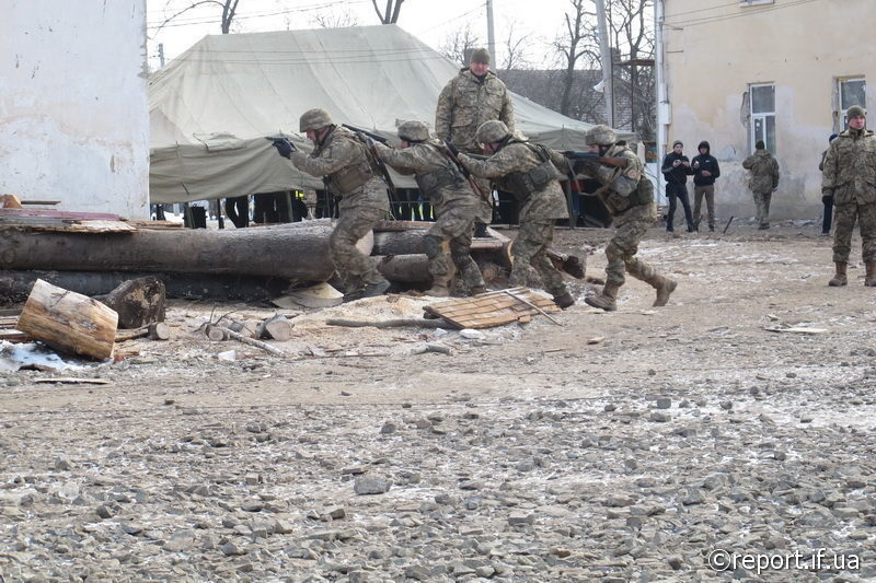 У Коломиї масштабно горіло наметове містечко 10-ої гірсько-штурмової бригади