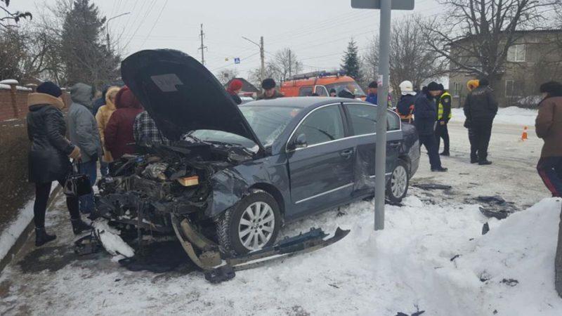 У Франківську трапилася ДТП через нерозчищену дорогу – є потерпілі (ФОТО, ВІДЕО)