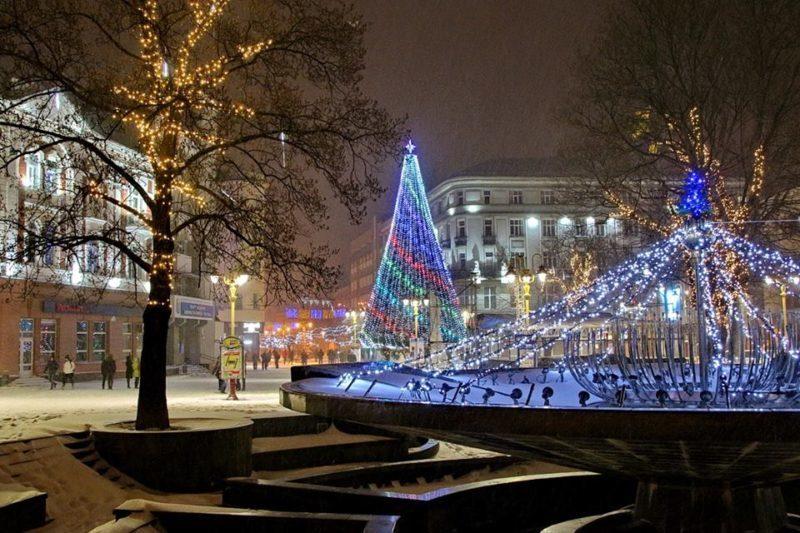 Вечірній різдвяний Франківськ очима місцевого митця (ФОТО)