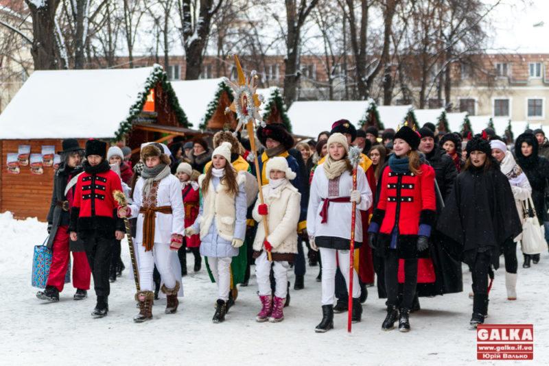 Франківці пройшлися центром міста, щоб прославити новонародженого Христа колядою (ФОТО)