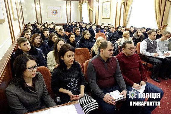 Майже 80 курсантів пройдуть стажування в підрозділах прикарпатської поліції (ФОТО)
