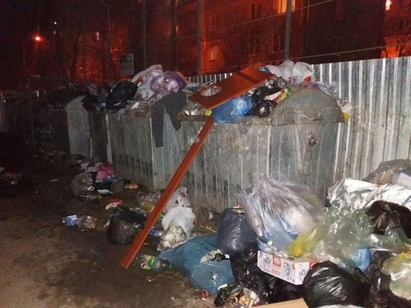 Мешканці Франківська скаржаться на невивезене сміття (ФОТОФАКТ)