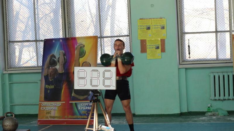 Франківський студент переміг на чемпіонаті України з гирьового спорту (ФОТО)