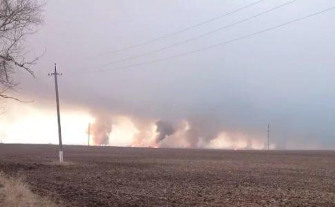На найбільшому складі боєприпасів масштабна пожежа та вибухи: евакуювали 20 тисяч людей (ФОТО, ВІДЕО)