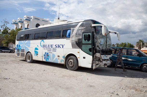 На Гаїті автобус врізався в натовп людей, більше 30 загиблих