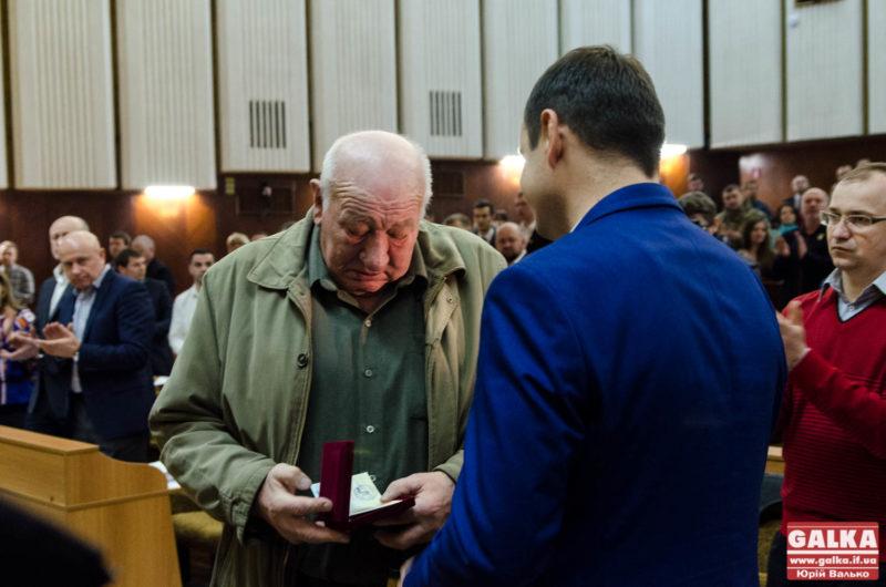 На сесії міськради урочисто нагородили бійців АТО (ФОТО)