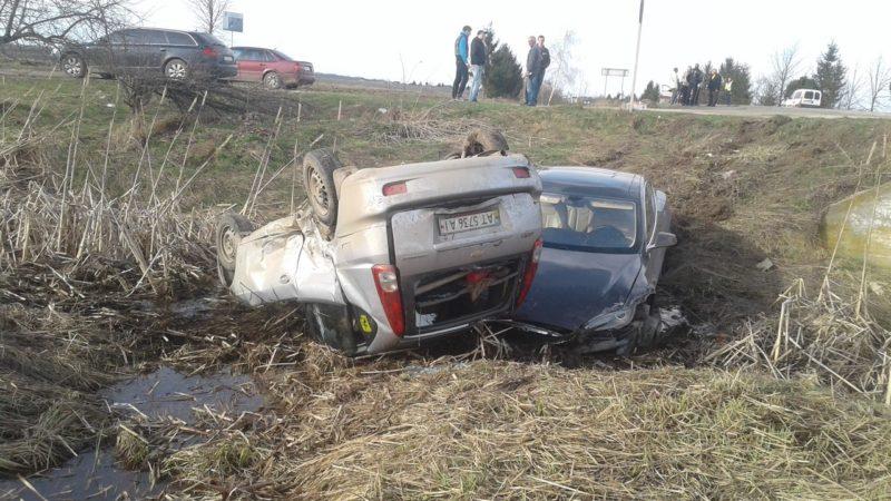 На Прикарпатті розбилися електромобіль Tesla та Chevrolet (ФОТО)