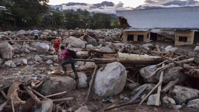 У Колумбії потоки землі і каміння накрили цілі квартали, є 254 загиблих