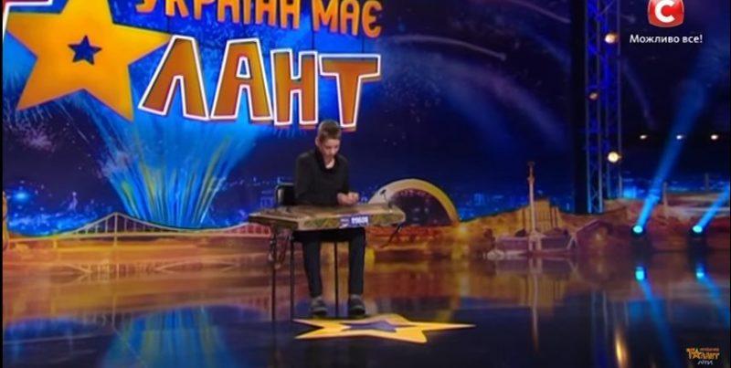 """14-річний цимбаліст з Прикарпаття вразив суддів шоу """"Україна має талант. Діти"""" (ВІДЕО)"""