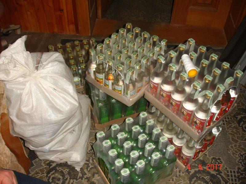 На Прикарпатті вилучили 1500 пляшок підробленої горілки та 300 літрів  фальсифікованого коньяку (ФОТО)