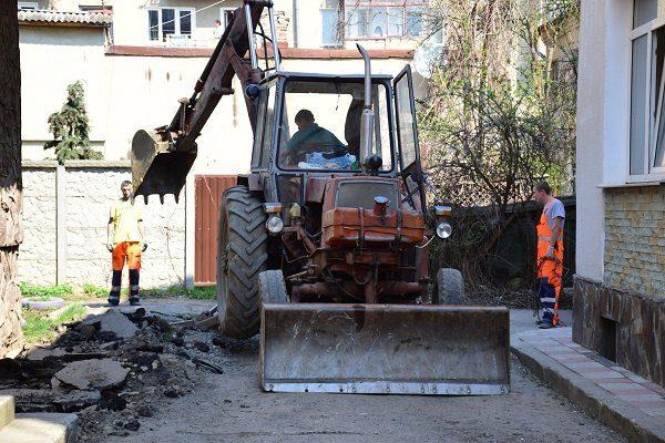 Розпочався ремонт вулиці Сотника Дідича у Франківську (ФОТО)