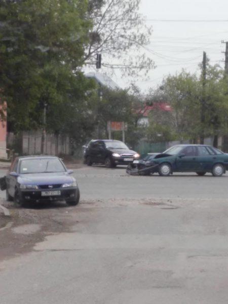 В селі під Франківськом удосвіта сталася ДТП – розбилися три машини (ФОТО)