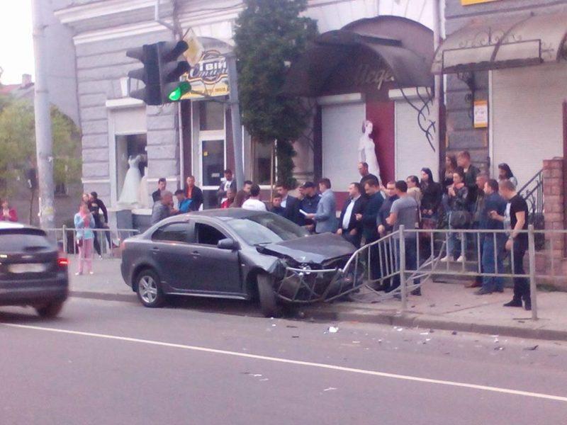 Карколомну ДТП на Василіянок вчинив син екс-нардепа, у котрого суд вже забрав права