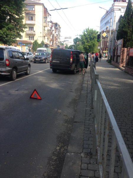 На Василіянок бійка водіїв: не поділили дороги (ФОТО)