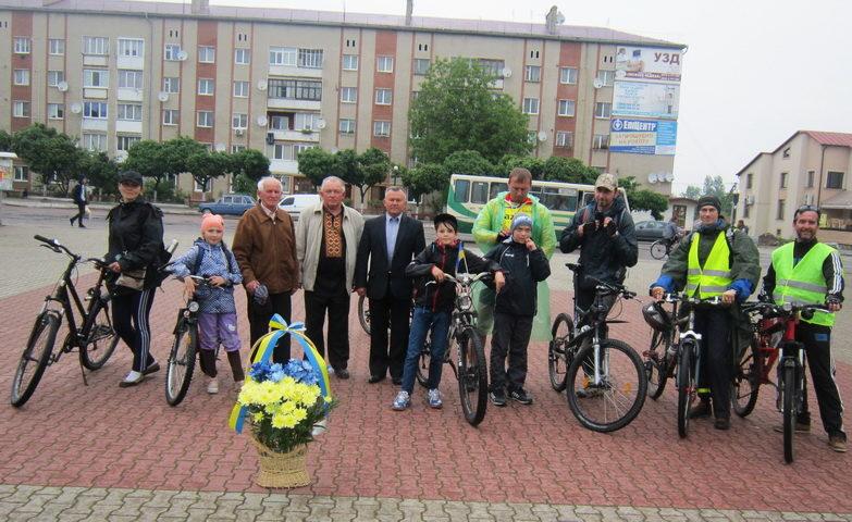 «Дорогами пам'яті»: на Прикарпатті репресованих вшанували велопробігом