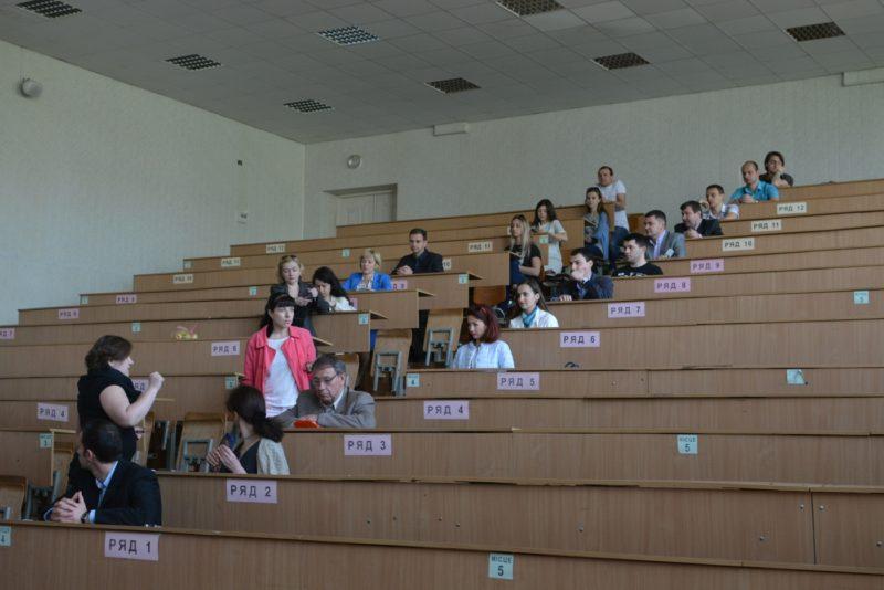 Викладачі та студенти франківського вишу тестували свої знання англійської мови (ФОТО)