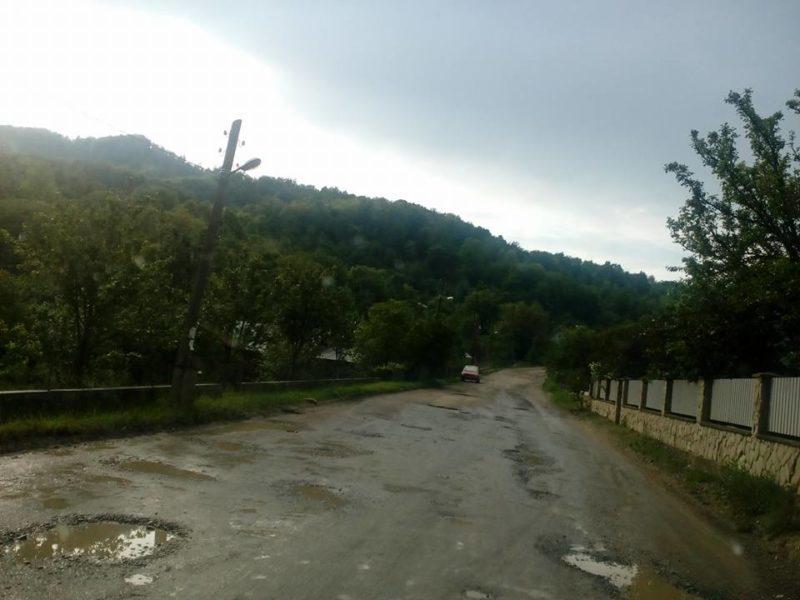 Головний дорожник області вибачився за бездоріжжя на Косівщині (ФОТО)