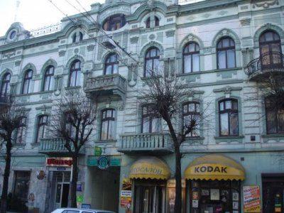 У центрі Франківська руйнується пам'ятка архітектури (ВІДЕО)