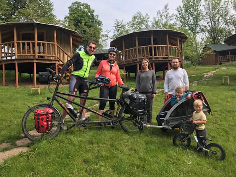 Голландська сім'я роверистів дорогою до Китаю заїхала на Франківщину (ФОТО)