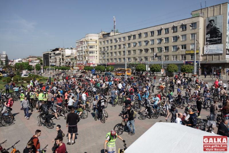 Сотні франківців та гостей обласного центру взяли участь у велопробізі до Дня міста (ФОТО, ВІДЕО)
