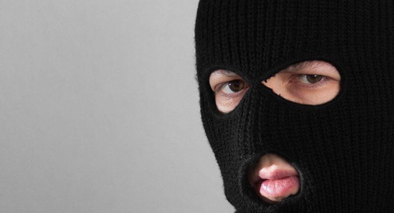 На Коломийщині судитимуть чоловіка, котрий у складі банди поламав ноги місцевому мешканцю